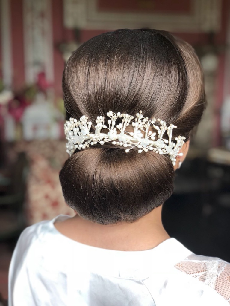 "<alt=""chignon hair up with accessory"">"